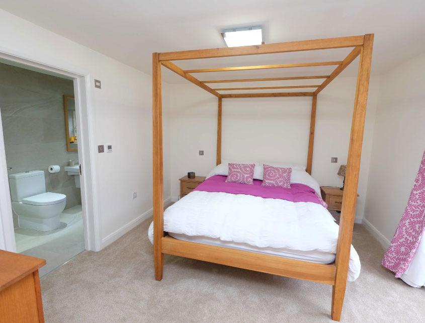 courtyard-bedroom-ensuite